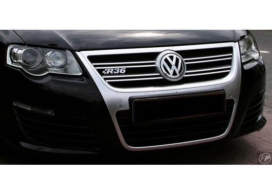 Cornice della griglia radiatore superiore cromata VW Passat 0510